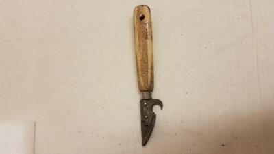 can opener with wooden handle