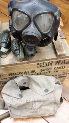 129 Eddy gas mask & case.jpg